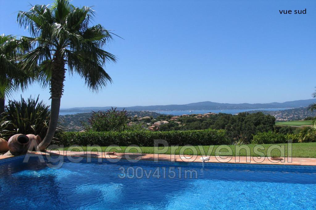 Villa de standing avec piscine et vue mer proche golf a for Piscine sainte maxime