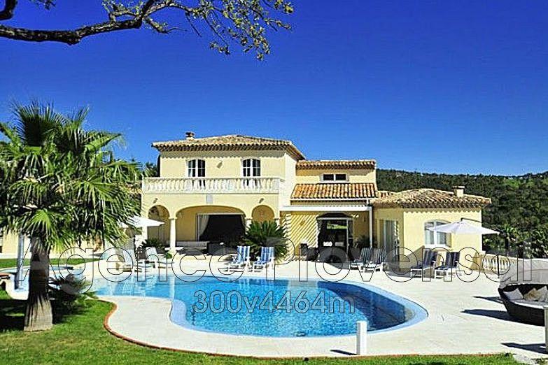 Villa recente de 300 m avec piscine chauffee a vendre a for Piscine sainte maxime
