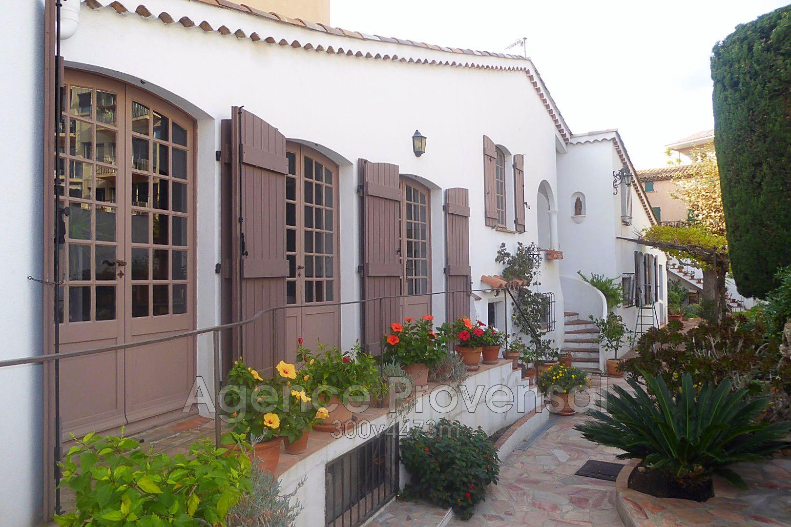 Belle maison atypique de 7 pieces a vendre en plein centre for Maison atypique 94