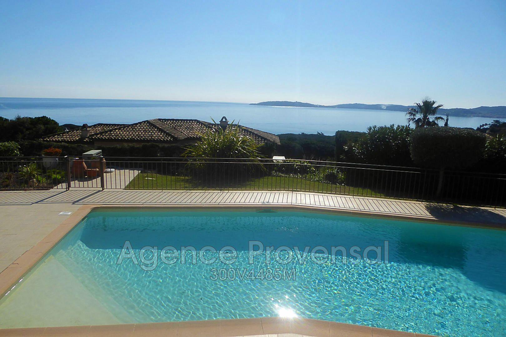 Belle villa avec piscine et vue mer panoramque sur le for Piscine fos sur mer