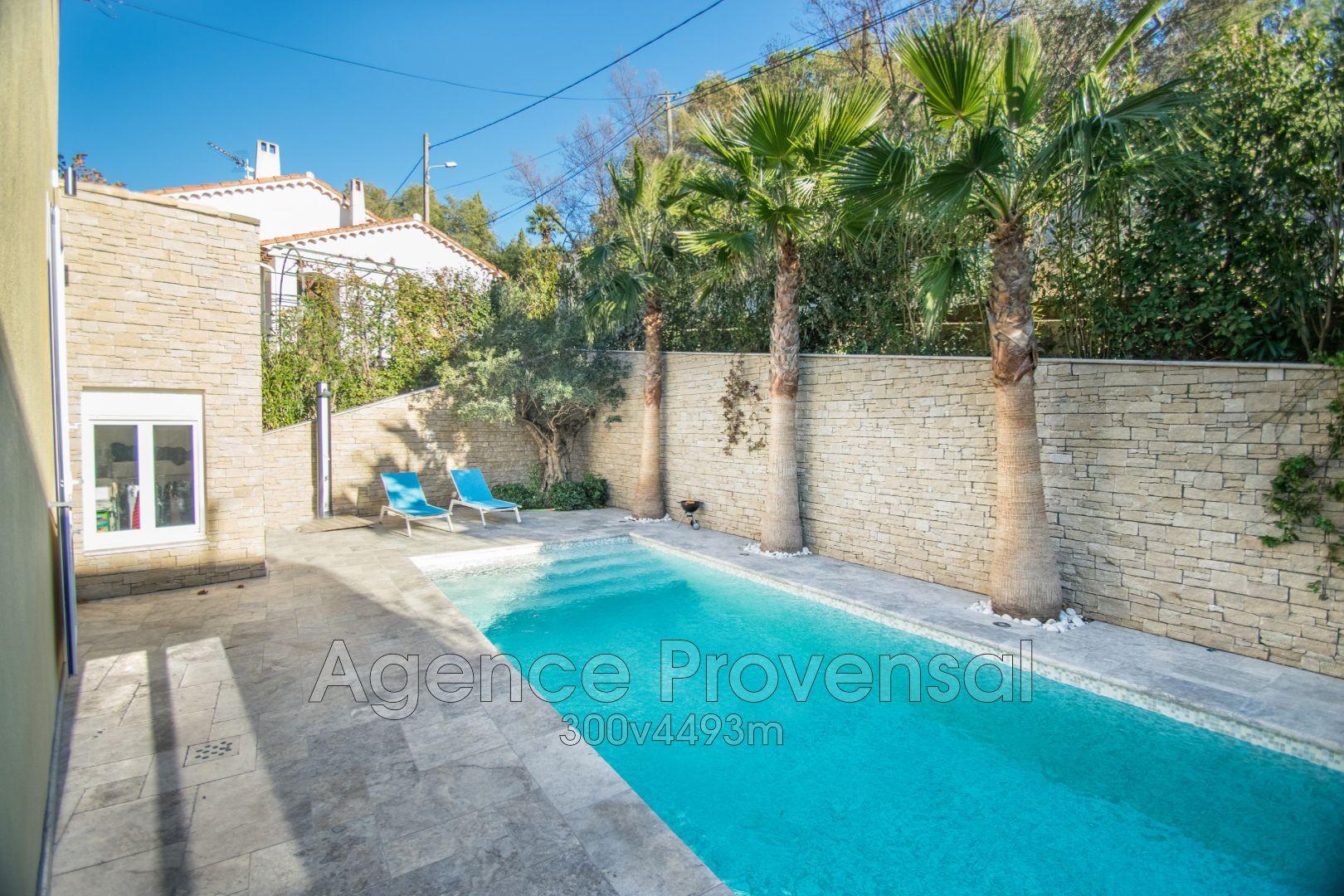 Villa entierement renovee avec piscine a vendre en centre for Piscine ste maxime