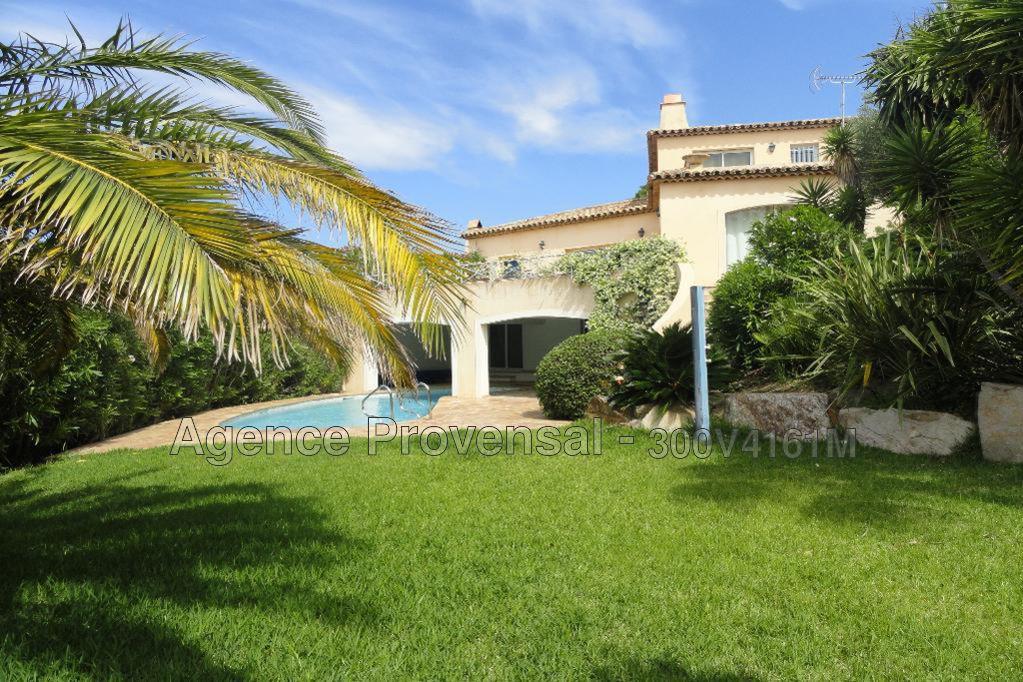 Villa avec piscine et vue sur mer proche centre a vendre a for Piscine sainte maxime