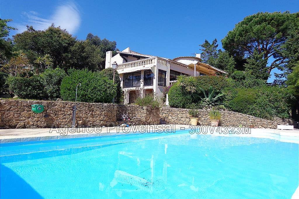Villa avec piscine et petite vue mer a vendre a ste maxime for Piscine ste maxime