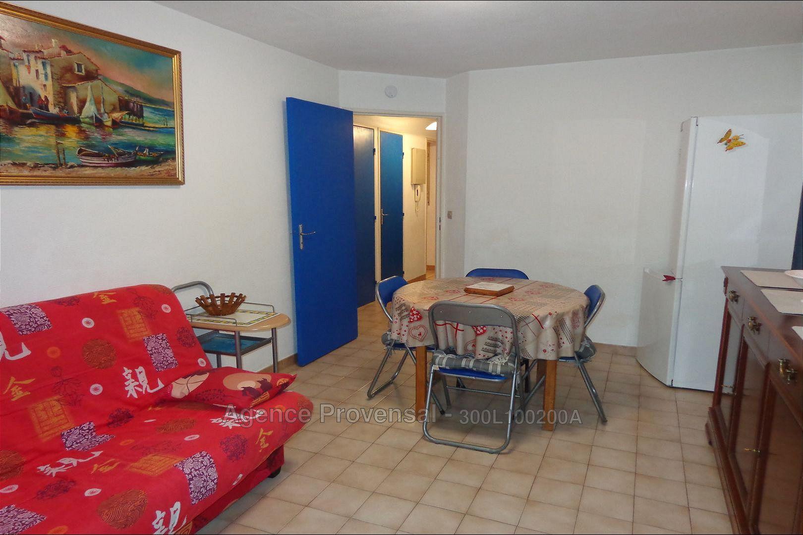 Appartement t2 avec garage a louer a l 39 annee dans for Appartement garage