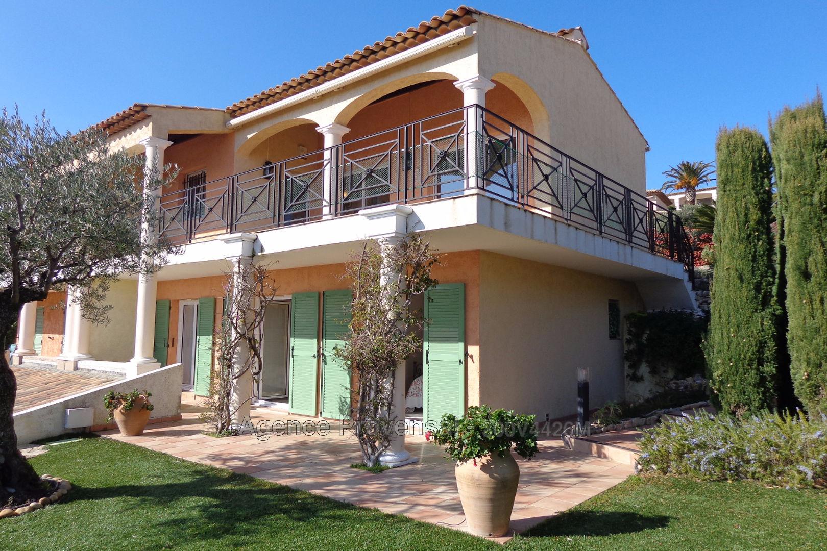 belle maison t4 avec vue sur mer a vendre dans domaine avec piscine a ste maxime agence provensal. Black Bedroom Furniture Sets. Home Design Ideas