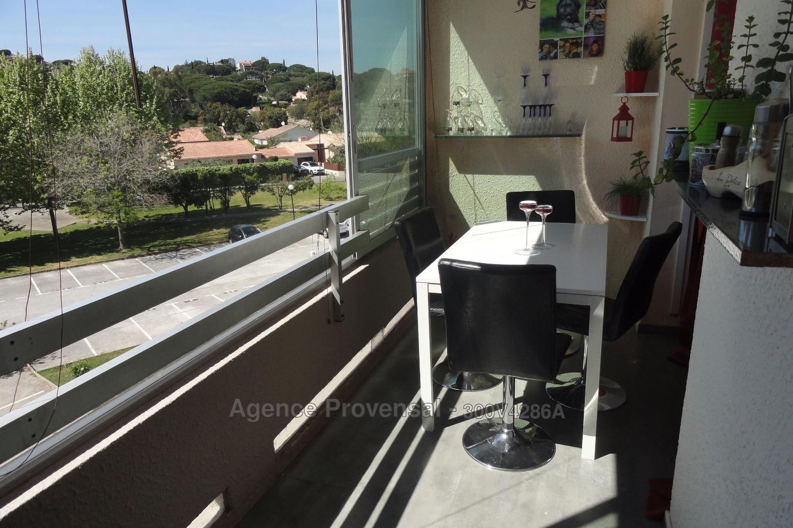 GRAND STUDIO AVEC PARKING A VENDRE A SAINTE MAXIME
