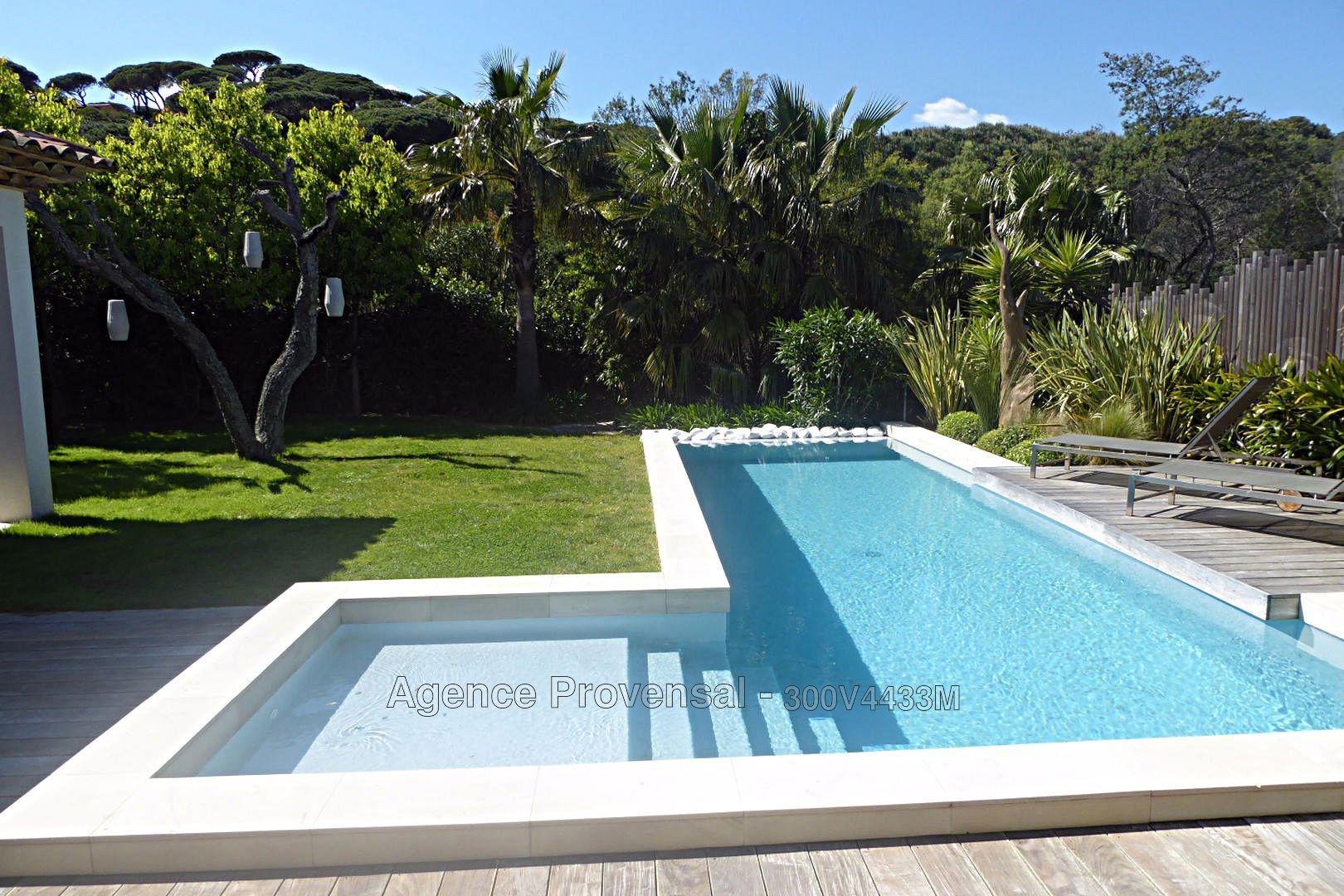 Maison villa recente avec piscine a vendre proche de la for Piscine ste maxime