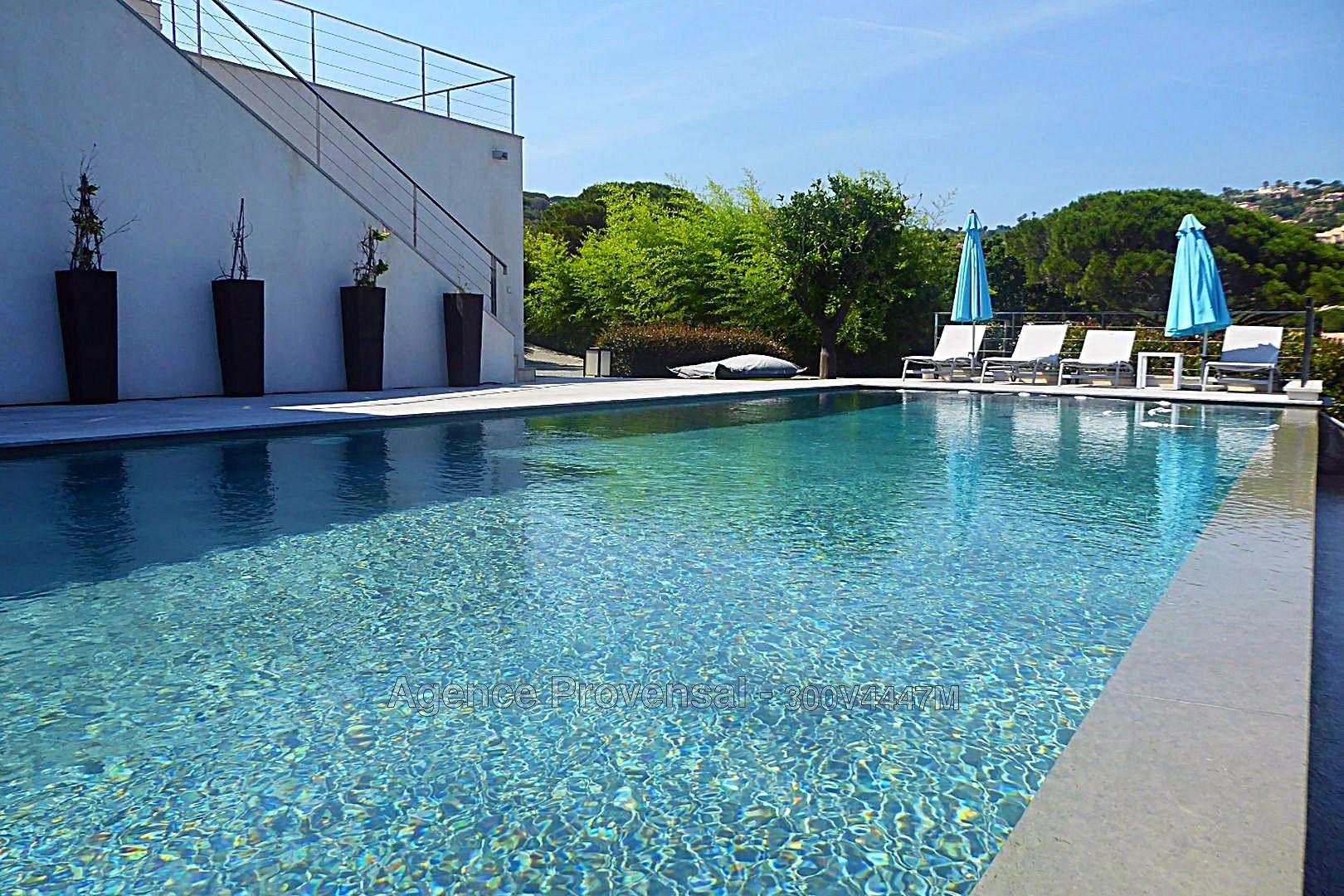 Villa f7 avec superbe vue mer panoramique et piscine a for Piscine ste maxime