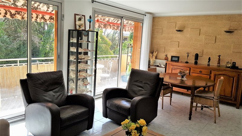 Appartement t3 t3 de 80 m2 balcon garage cave h pital for Self garage aix en provence