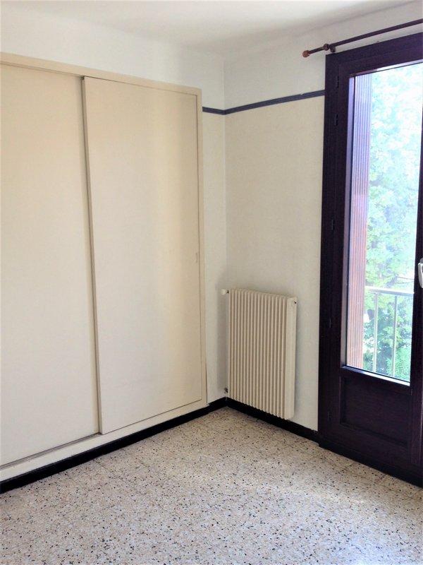appartement proche centre ville et commodit balcon 2 chambre aix en provence sud gestion. Black Bedroom Furniture Sets. Home Design Ideas