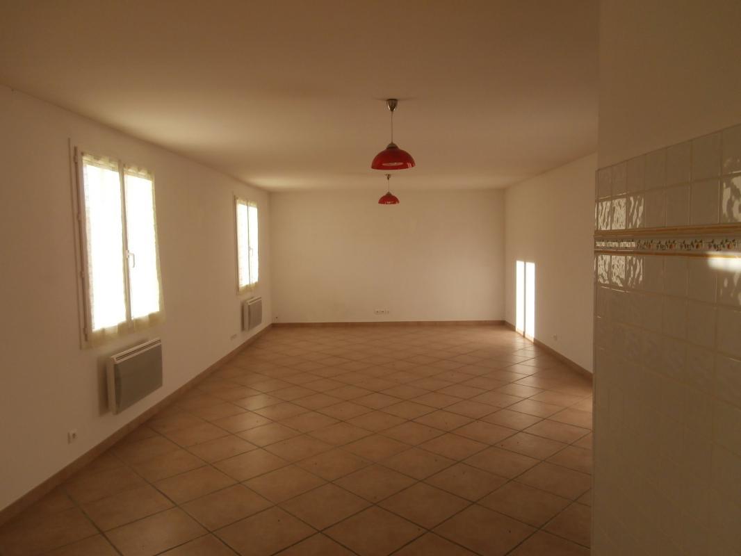 Appartement  T4 APPARTEMENT TYPE 4 AVEC TERRASSE, 15mn de Digne Malijai