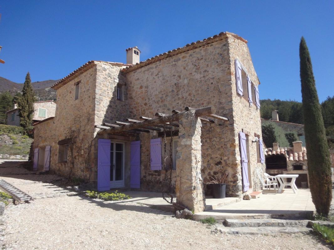 EXCLUSIVITÉ EXCEPTIONNEL Magnifique Maison en pierres de 90