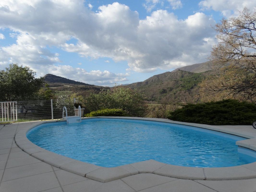 Proche DIGNE Maison de type 5 avec piscine sur 1320 m2