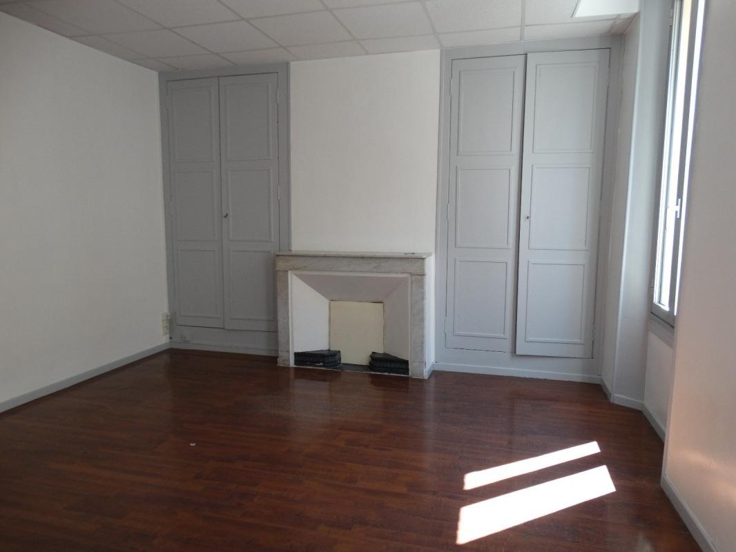 Bureaux transformables en appartement de type 5 de 85 m2 ave