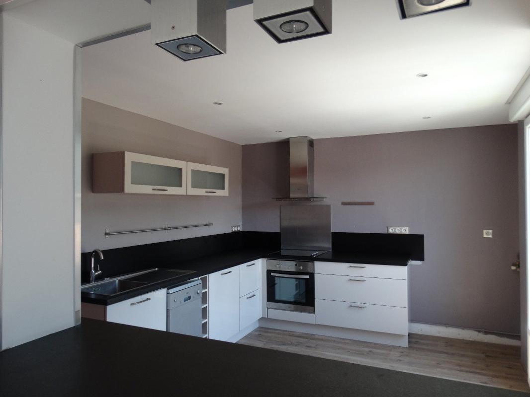 type 3 4 de 81 m2 grand balcon garage et cave terres et habitat de provence r seau syn o. Black Bedroom Furniture Sets. Home Design Ideas