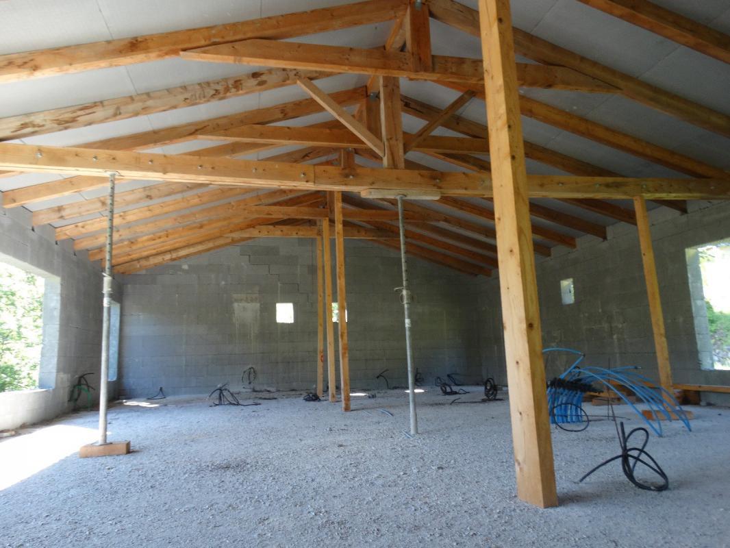 Terrain de 2875 m2 avec un bâti hors d'eau 25 minutes de DI