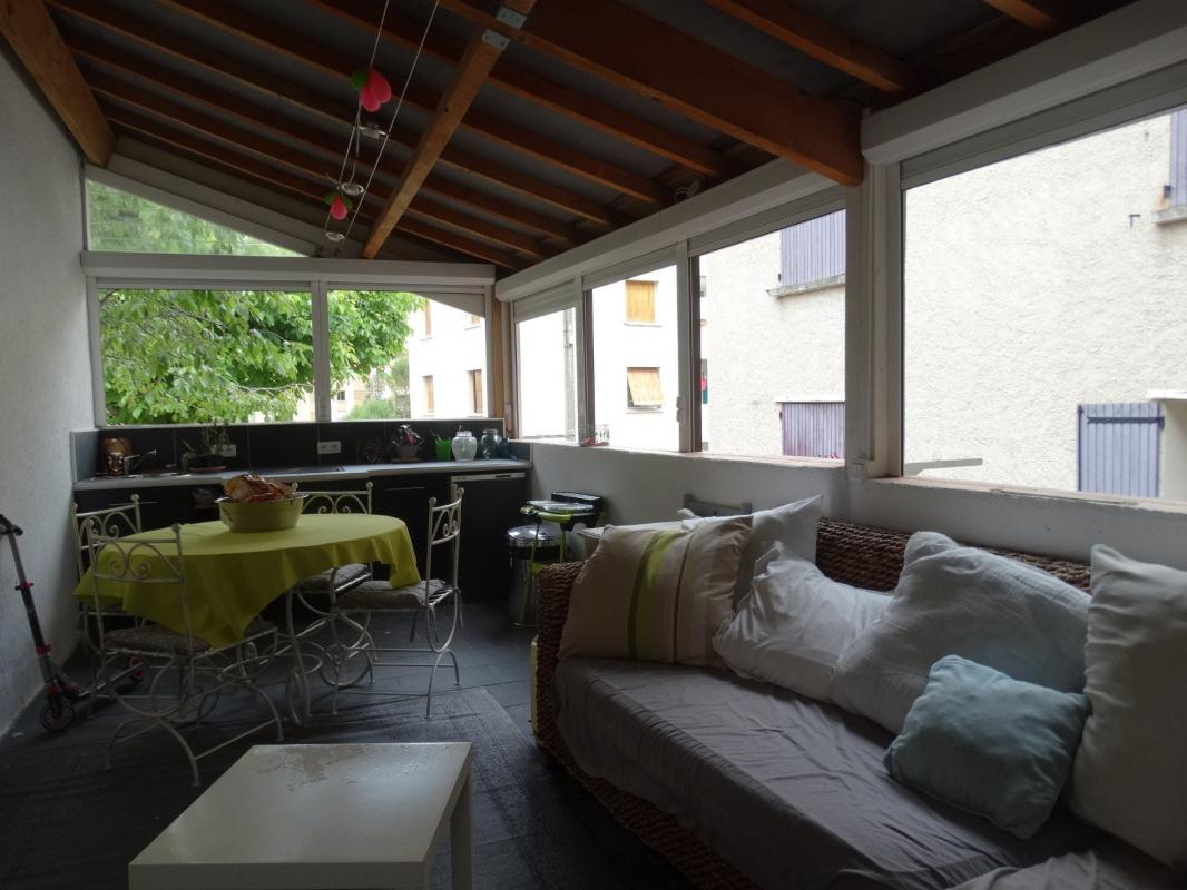 Grand appartement type 5 avec terrasse couverte - Terres et Habitat ...