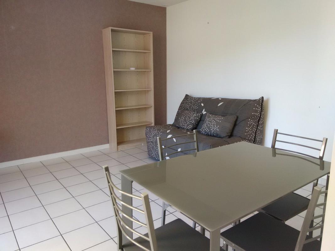 Meuble Balcon studio avec balcon meublé et loué - terres et habitat de provence