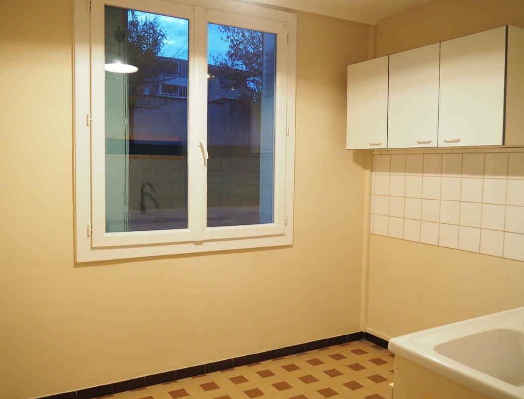 appartement t3 manosque 04100 appartement t3 residence la colette manosque immo manosque. Black Bedroom Furniture Sets. Home Design Ideas