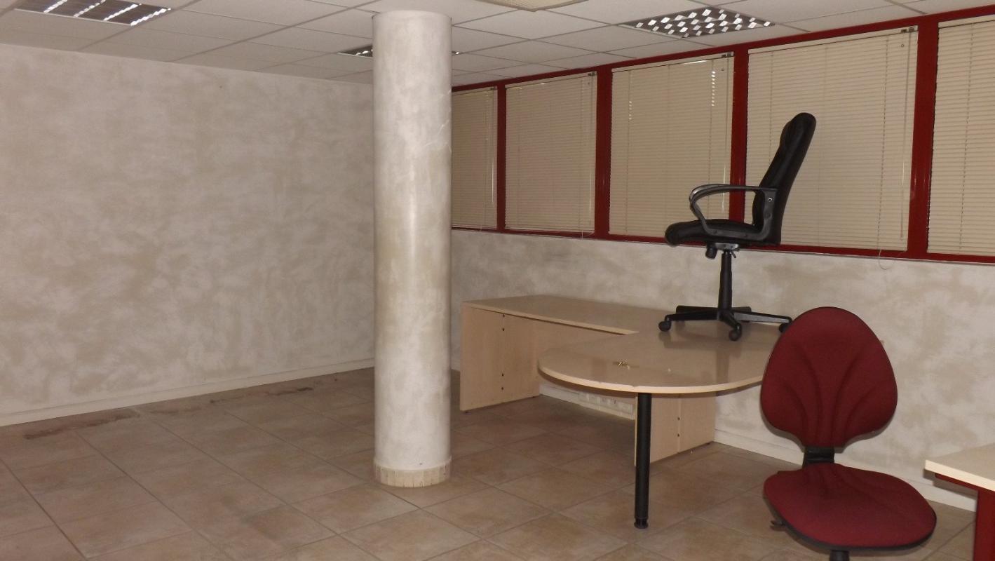 Local commercial  Local commercial de 173 m2 avec 4 emplacements au sous-sol à Manosque