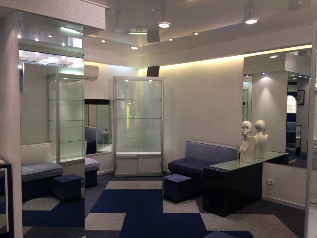 manosque 04100 local avec emplacement ideal manosque immo manosque. Black Bedroom Furniture Sets. Home Design Ideas