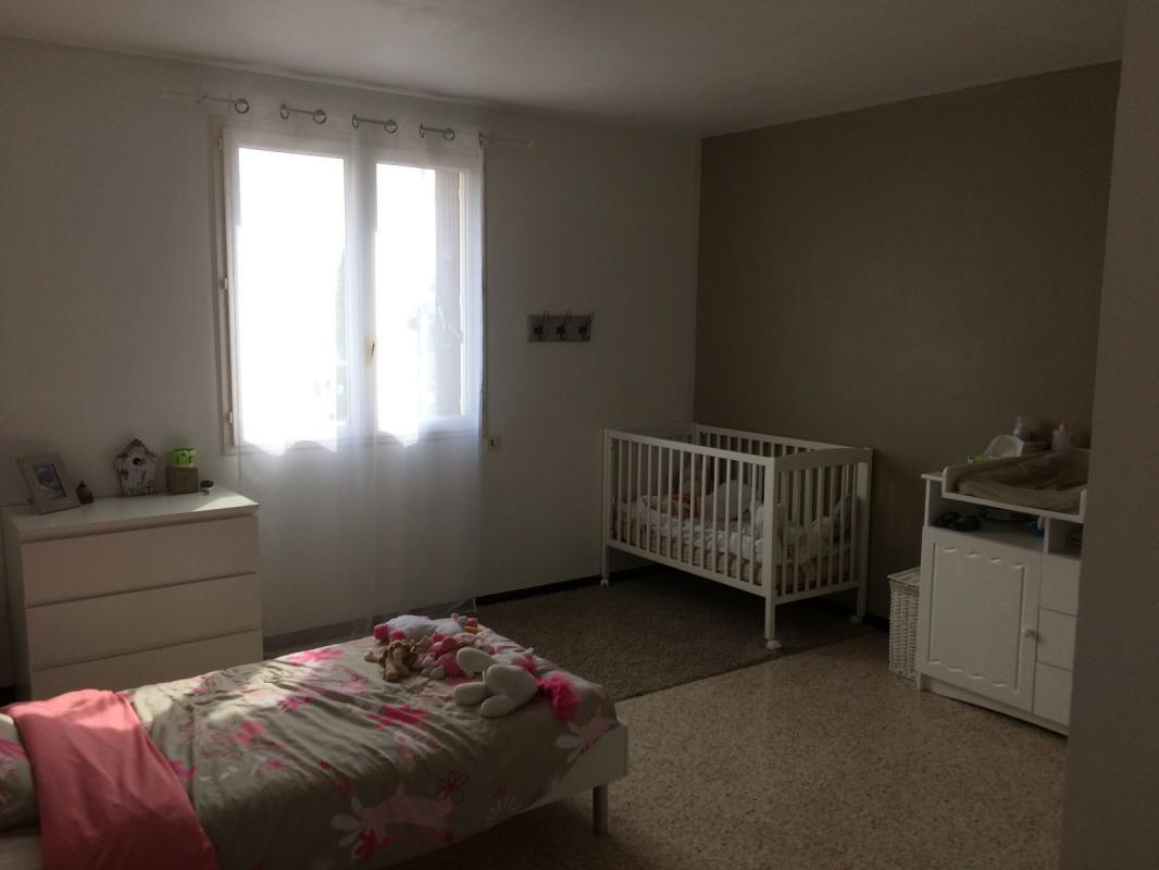 Maison  T6 Villa composée de 2 appartements sur 940 m2 à Volx 04130 Volx