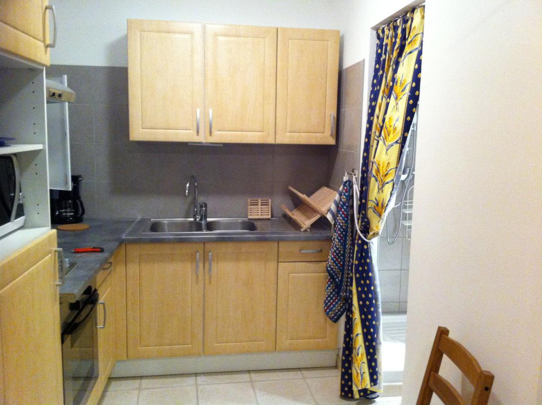 Appartement  T1 Manosque (04100), Beau studio meuble entierement renove Manosque