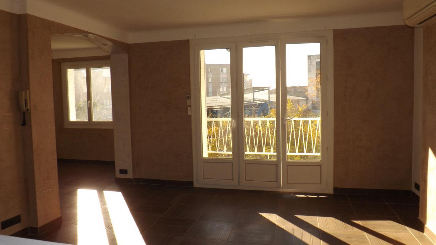 appartement t5 appartement t4 80 m2 a manosque manosque immo manosque. Black Bedroom Furniture Sets. Home Design Ideas