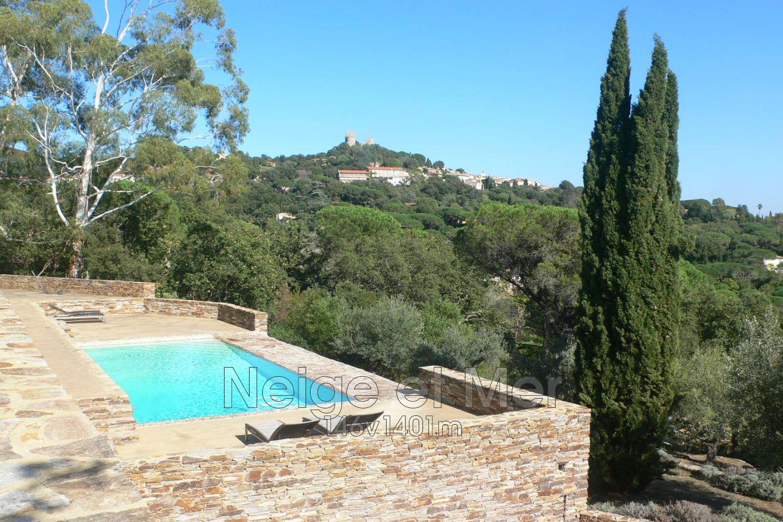 Villa vue mer piscines Grimaud