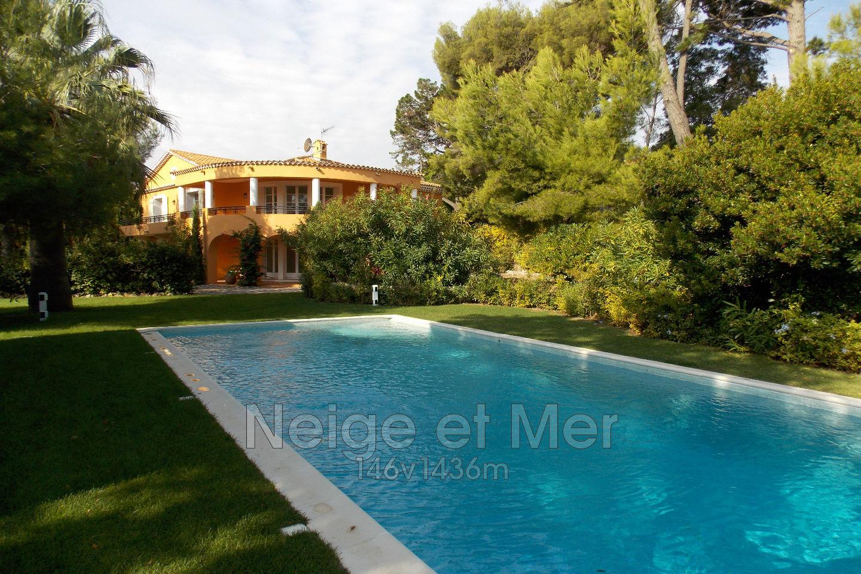 Villa piscine bord de mer proche ville sainte maxime for Piscine ste maxime