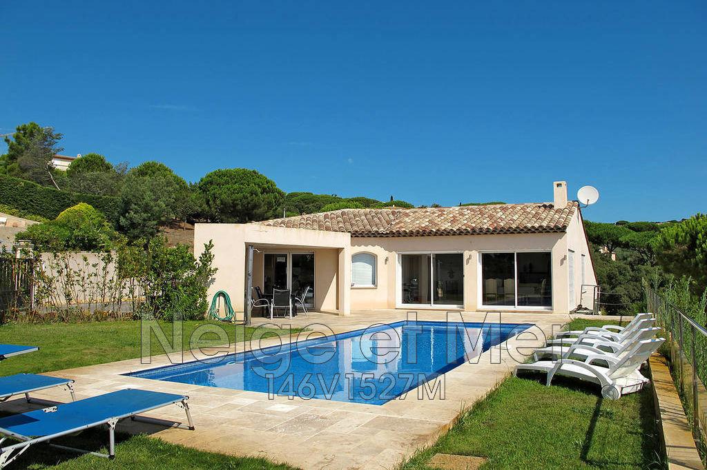 maison villa de quatre chambres avec piscine grand garage dans un environnement calme proche de. Black Bedroom Furniture Sets. Home Design Ideas