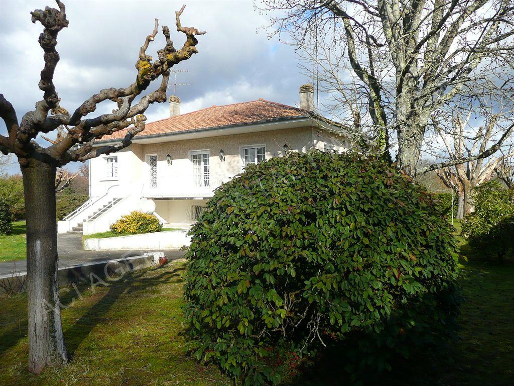 Maison plain pied surélevé sur un sous sol complet proche de Mont De Marsan