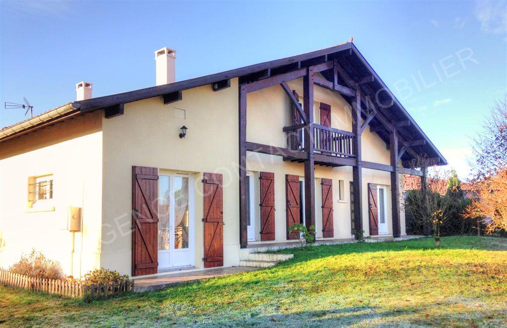 villa 5 chambres grand garage mazerolles proche de mont de marsan agence contact immobilier. Black Bedroom Furniture Sets. Home Design Ideas
