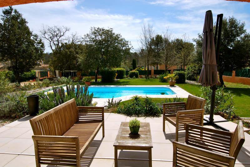 VILLA T5 GAREOULT avec piscine, offrant de beaux volumes