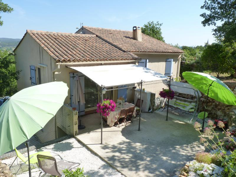 VILLA T4 Brignoles BRIGNOLES, très jolie villa de 100m2 .Construite sur un terrain de 1500m2 arboré en restanque .