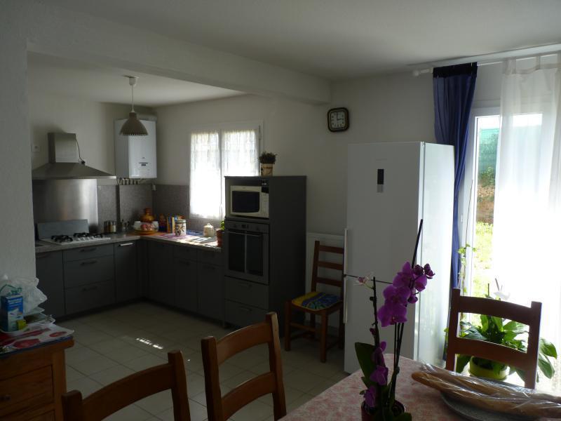 VILLA T4 BRIGNOLES BRIGNOLES , dans une petit lotissement calme situé en haut d'une colline , villa neuve livré en 2015 avec garantie décennale  .