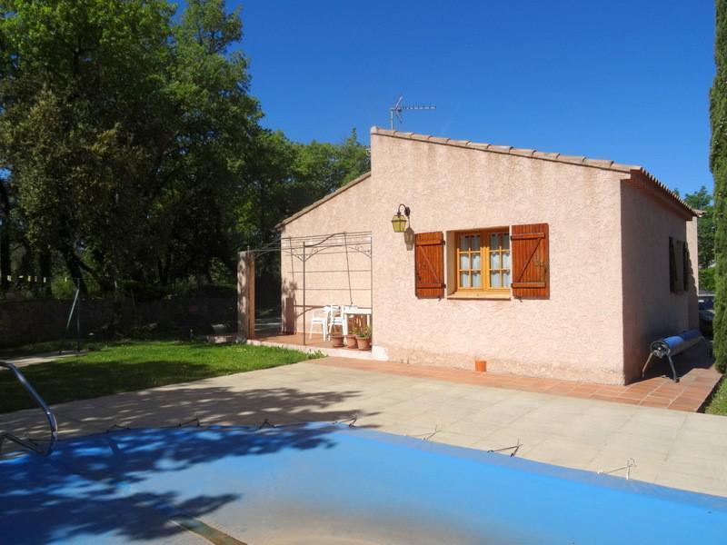 VILLA T4 NEOULES de construction traditionnelle en très bon état, proche commodités. Piscine et garage. Bel environnement