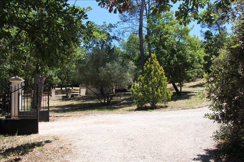 VILLA T4 ROCBARON Sur plus d' 1 hectare de terrain.