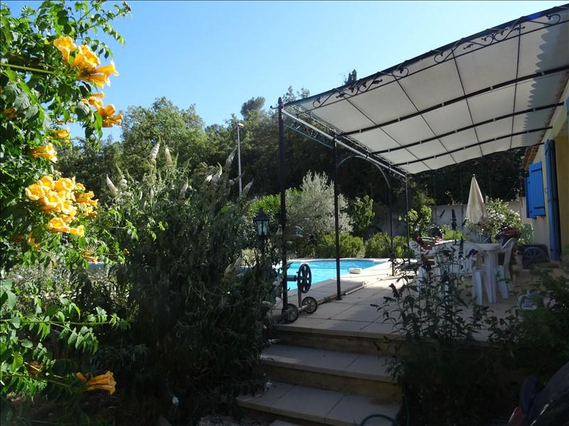 VILLA T5 LA ROQUEBRUSSANNE Proche du village avec piscine et garage.