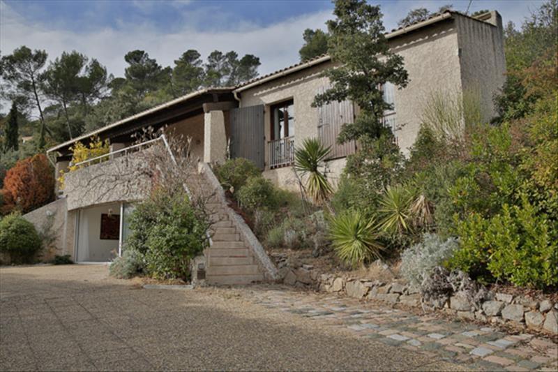 VILLA T5 MEOUNES LES MONTRIEUX Vue exceptionnelle pour cette propriété composée de deux logements.
