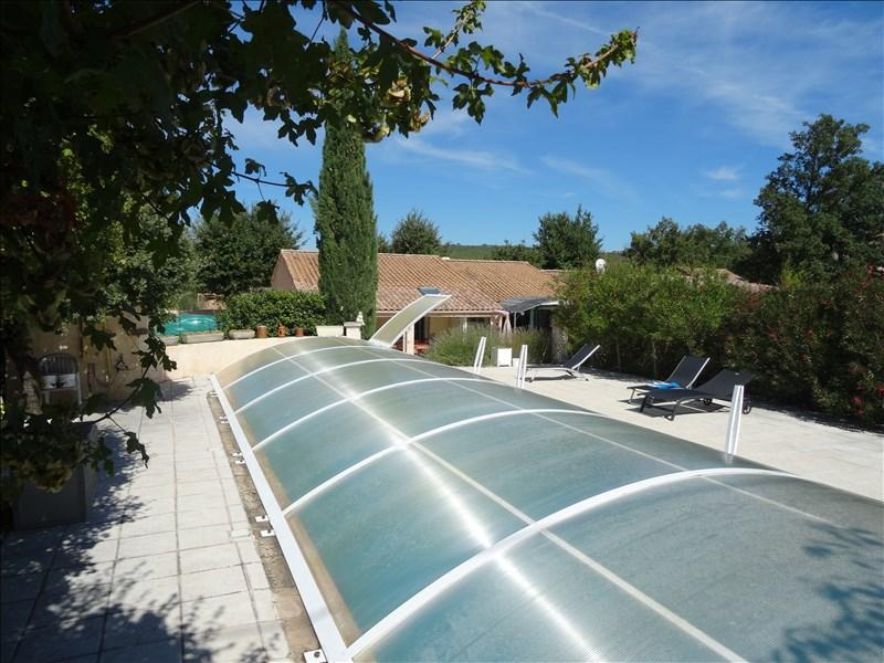 VILLA T6 FORCALQUEIRET De plain pied, avec 4 hambres, 2 salles d'eau et une grande piscine.