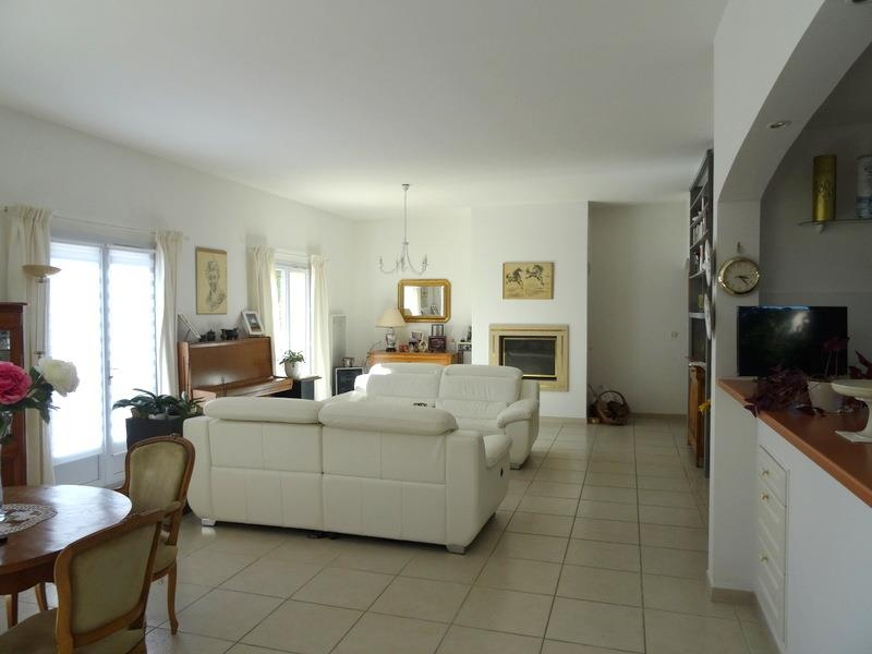 VILLA T6 FORCALQUEIRET avec cinq chambres dont une suite parentale
