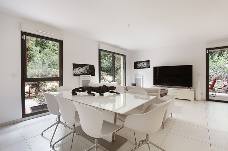 un appartement t3 int rieur d 39 exception avec jardin et terrasse figui re habitat. Black Bedroom Furniture Sets. Home Design Ideas