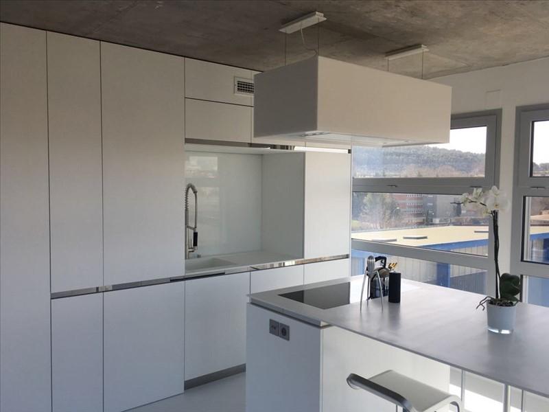 Appartement T2 vue sur la Sainte Victoire avec une terrasse