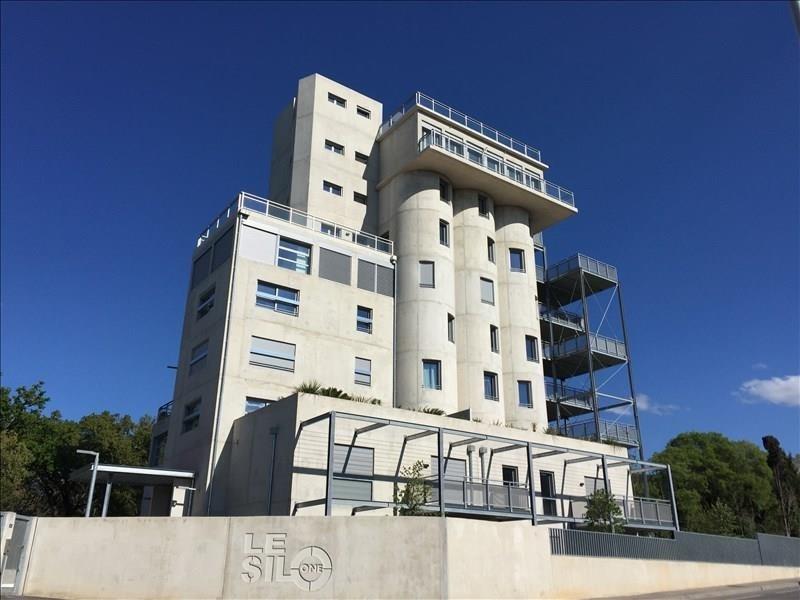 Appartement t2 vue sur la sainte victoire avec une for Terrasses en vue immobilier