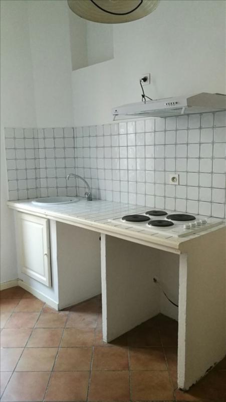 aix en provence type 2 rue des cordeliers spacieux sejour cuisine equipee salle de. Black Bedroom Furniture Sets. Home Design Ideas