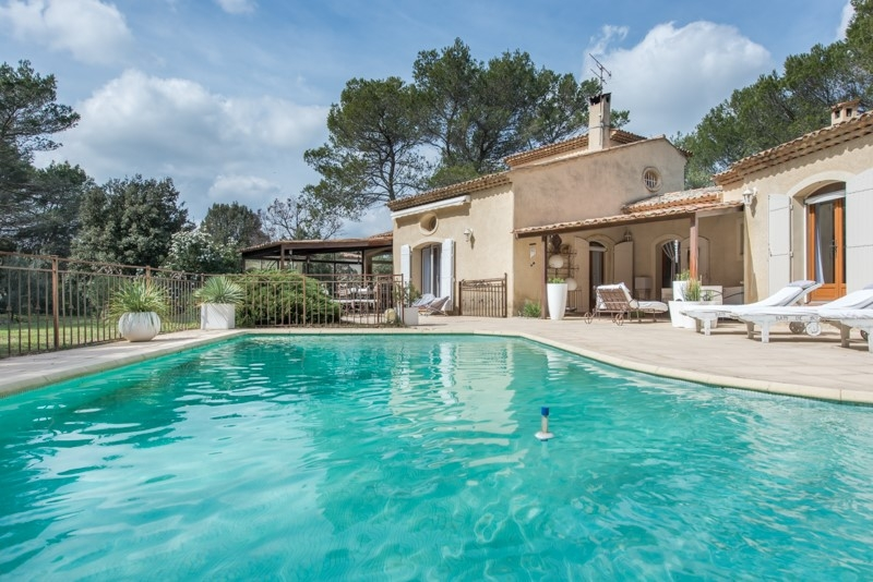 Une maison proven ale saint cannat agence immobili re for Astral piscine st cannat