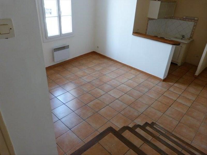 AIX-EN-PROVENCE - TYPE 2 - PLACE DE LA MAIRIE - GRAND SEJOUR - CUISINE US EQUIPEE - CHAMBRE SEPAREE - SALLE DE BAINS AVEC WC