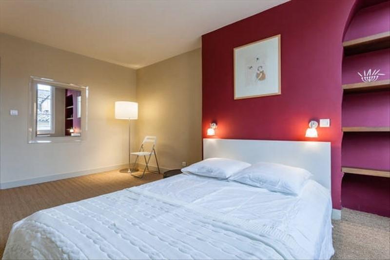 Aix en Provence sur la place des prêcheur un T2 meublé de 52m²