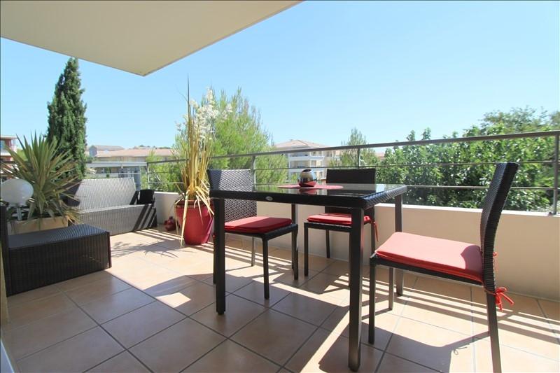 Sur Aix la duranne basse, nous vendons un  beau T4 avec terrasses et garage